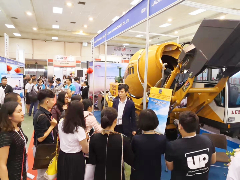 exhibition-of-self-loading-concrete-mixer.jpg