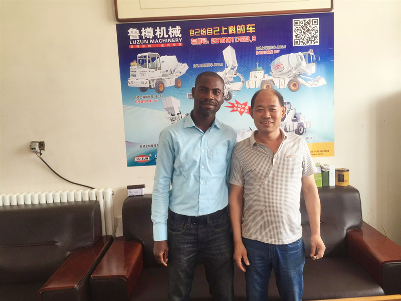 south-africa-customer-visiting-self-loading-concrete-mixer.jpg